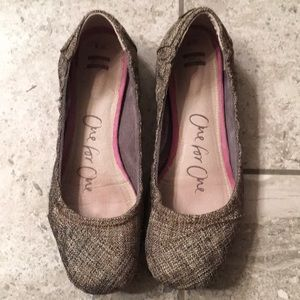 Size 9 Women's Toms, ballet flats, brown